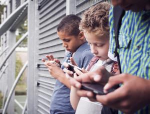 shutterstock_218810482-TeenSmartphone