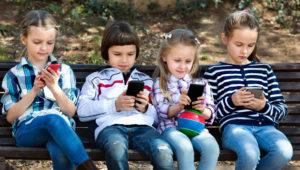 shutterstock_413452735-KidsPhoneNature